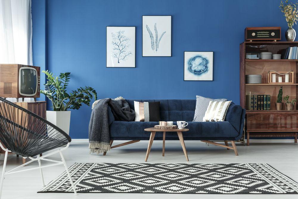 Mur accent bleu dans un salon