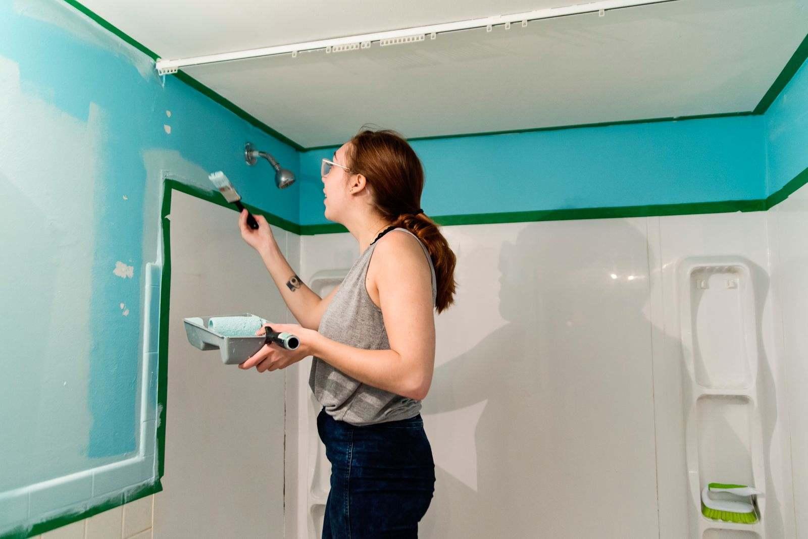peindre la salle de bain peinture bleue