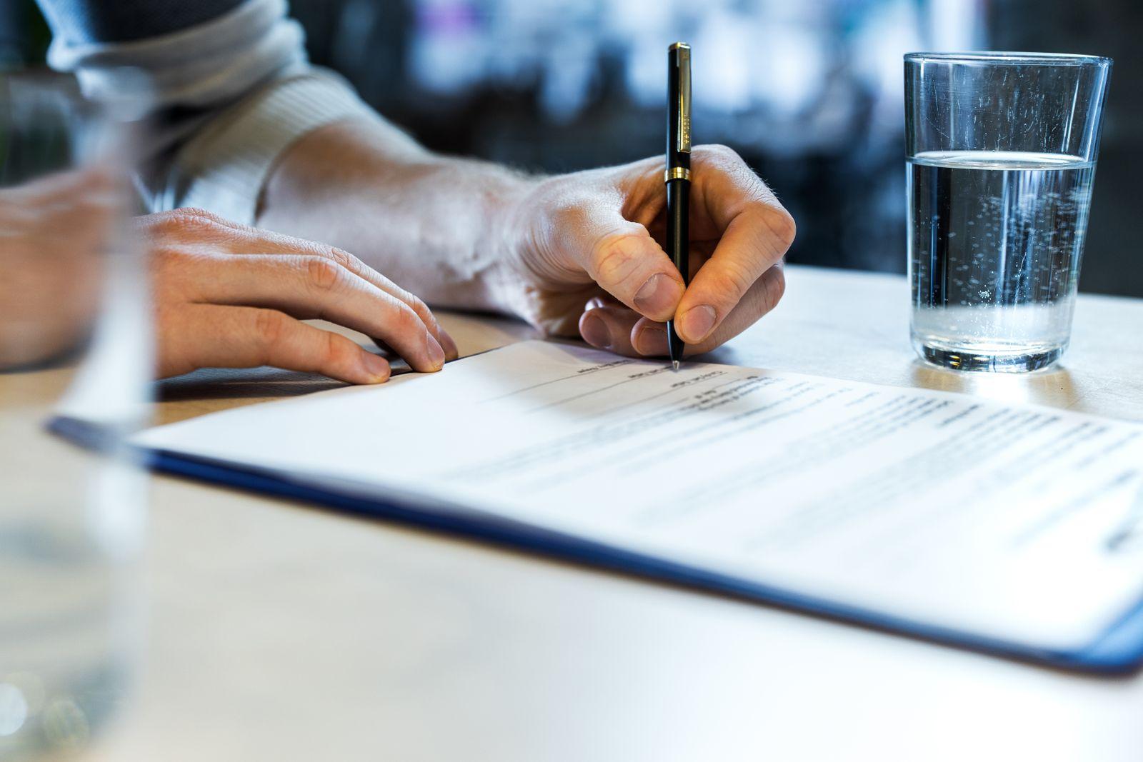 aviser de son départ signer papiers