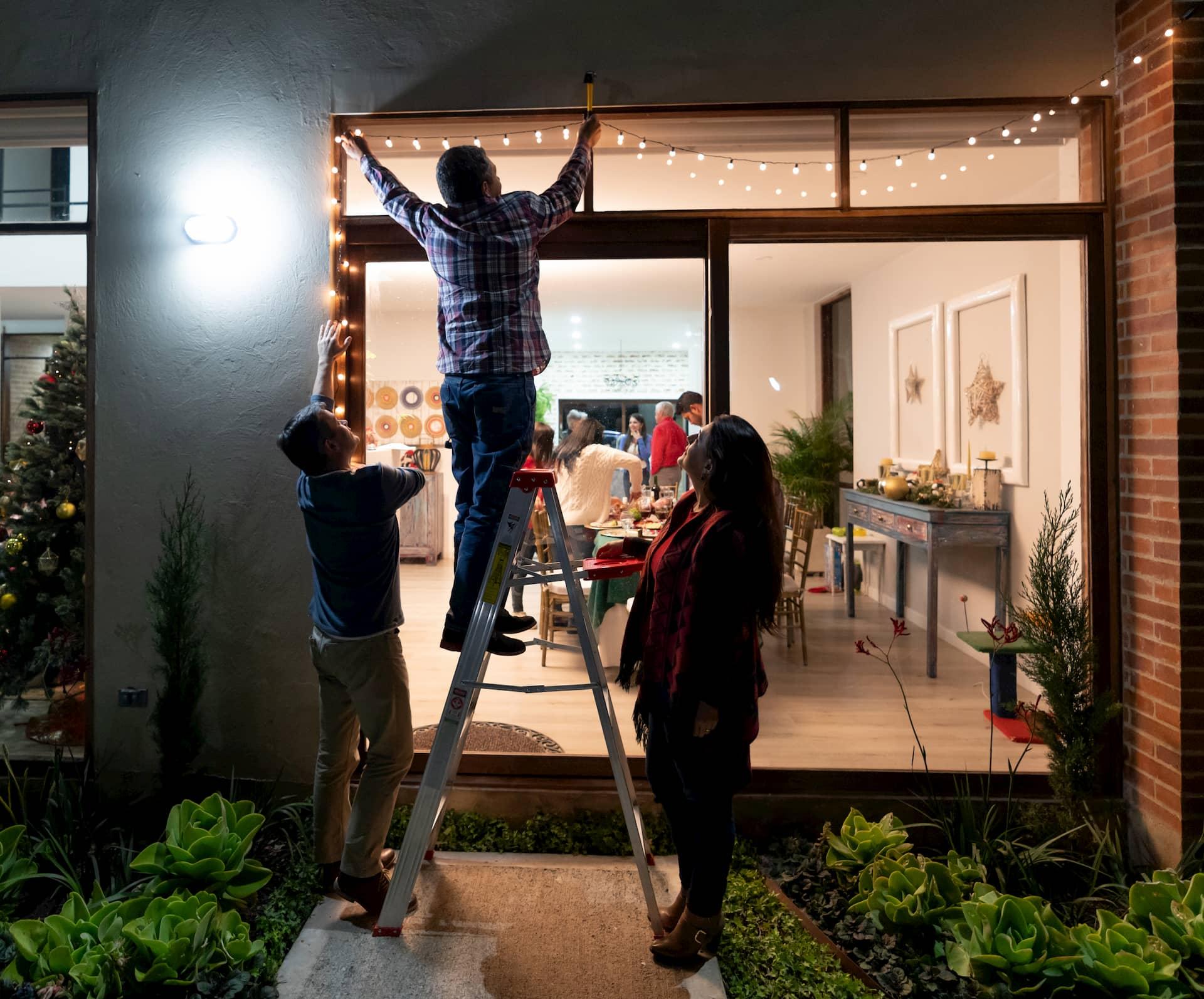 Installation de lumières à l'extérieur